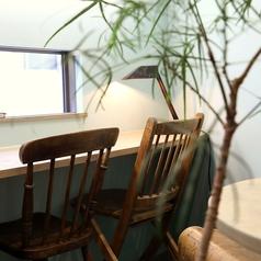 2階のカウンター席はデートにおすすめです。1組限定のカップルシートとしてお使いいただけます。