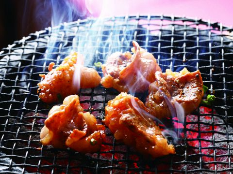 網焼きで楽しく焼く旨い焼肉が食べえる人気店!!
