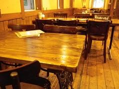 4名様用のテーブル席。他2名様、6名様用もございます。
