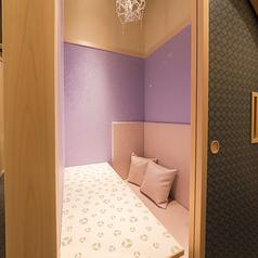 カップルでもご利用頂ける個室のお席をご用意!二人だけの特別な夜をお過ごしください。