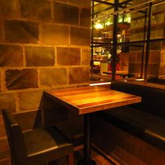 デートや友人とのご利用に最適なテーブル席。