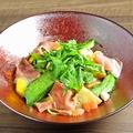 料理メニュー写真生ハムと本日の野菜のパスタ
