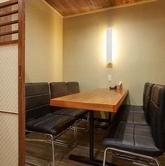 6名様に最適なゆったり半個室。歓迎会、送別会、新年会など会社の宴会、周りをあまり気にせずに楽しみたい時など幅広くご利用いただけます。