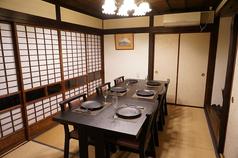 蔵の2階。奥のお部屋は完全個室になります。6~8名様。