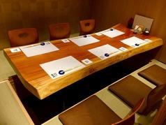【5名様~6名様の完全個室】お気軽にご利用いただける席を完備。ゆったりとした空間の個室で旬の食材をご堪能ください。旬の食材をふんだんに使用したコースは是非一度ご賞味ください。お値段以上の価値でおすすめです。