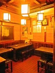 ちょっと懐かしい、和風居酒屋。初めてでもすぐに馴染めて、隣の人とも飲み友達になれちゃうかも♪