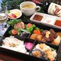 料理メニュー写真牛フィレ肉のサイコロステーキ弁当(80g)