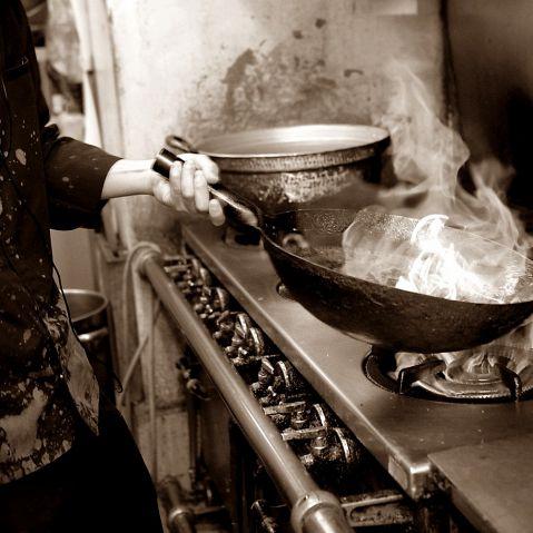 青山の地で20年受け継がれる当店の伝統料理とイタリアン、フレンチレストランでも腕を振るった大沢料理長が創作する韓国創作料理がおすすめです。産直の新鮮食材を使った日替わり韓国創作料理も人気です!