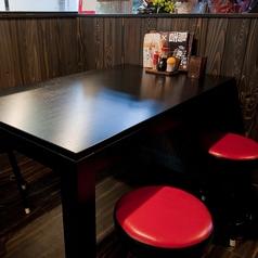 サクッと愉しめるテーブル席
