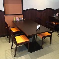 4名様用のテーブル席が7テーブルございます。※お子様用の椅子を追加・入れ替えもできます。