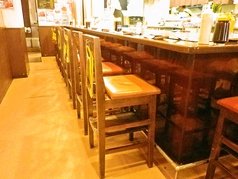 目の前でお好み焼きを焼くので食欲を刺激します!、お一人様のお客様や女性のお客様も入店しやすい雰囲気です。