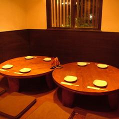 円卓テーブルは4名様がけになります。