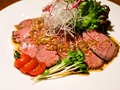 料理メニュー写真牛モモ肉の自家製ローストビーフ