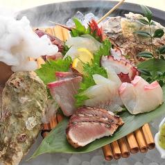 料理メニュー写真本日鮮魚のおまかせ盛り