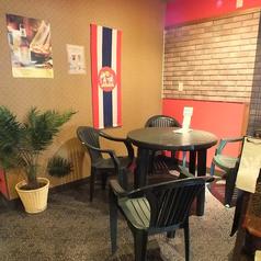 タイの露店チックなテーブル席♪本場を感じさせる店内空間が魅力★