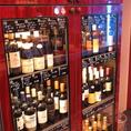店内には、ワインもずら~りいっぱい!心躍る旬のビストロ料理とご一緒にお召し上がりください。