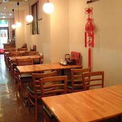 テーブルタイプのお席もございます!ランチ・ディナーともにご利用お待ちしております!