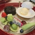 料理メニュー写真<デザート>チョレート フォンダンのヴァニラアイスと果物添え