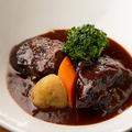 料理メニュー写真国産牛ほほ肉カベルネ煮 ポートワイン仕立てフォアグラ添え