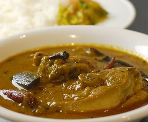 南インド料理のお店。お米が主食なので、ご飯に合うようにさらりとしたカレーが特徴。