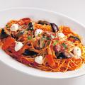 料理メニュー写真モッツァレラとなす・ベーコンのトマトパスタ