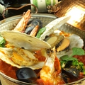 料理メニュー写真魚介たっぷりカタプラーナ鍋 黒or赤 2~3人前/3~4人前