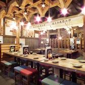 温かみのある色味で統一された店内は、安心できる空間を演出。