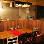 8名~10名様の飲み会に。大きなテーブルを囲みながら、楽しくおしゃべりできちゃいます♪