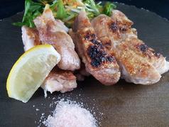 料理メニュー写真若鶏岩塩焼きorタレ焼き