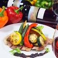 料理メニュー写真オーガニック豚の肩ロースステーキ赤ワインソース グリル野菜添え