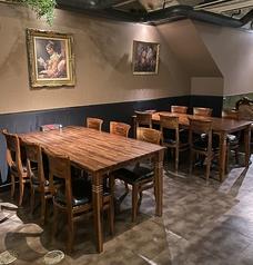こちらは、6名~8名様用のお席です。テーブルを連結させると16名様程同じテーブルでご飲食いただけます。忘新年会・歓送迎会にぴったりです♪
