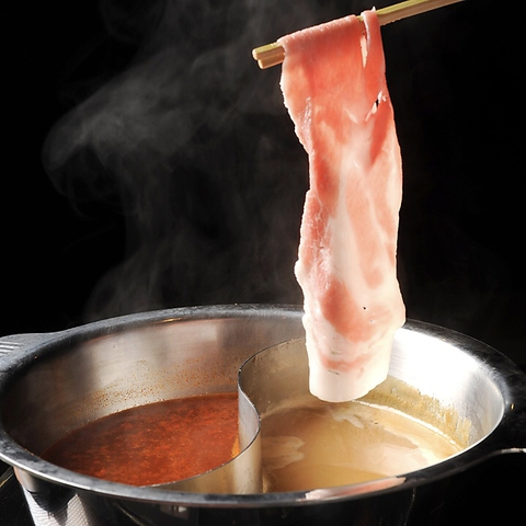 《源氏豚を使用したこだわりの豚肉料理》源氏豚しゃぶしゃぶ2色鍋 1人前2250円◆