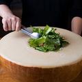 料理メニュー写真パルミジャーノ・レッジャーノ~ロメインレタスのシーザーサラダ~