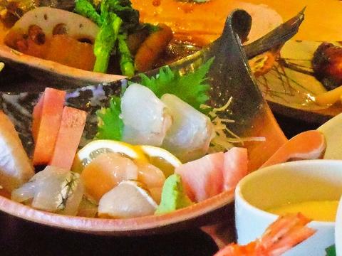 旬の食材を使用した、色彩豊かな料理の数々を味わえる。旬ならではの旨味に大満足。
