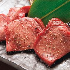 料理メニュー写真厚切り牛タン(岩塩・特製味噌ダレ)