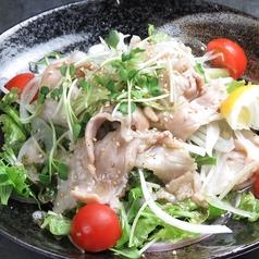 豚肉とオニオンの塩ドレサラダ