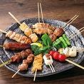 屋台感を忠実に再現した博多串焼きを堪能できます。お肉だけでなく旬の野菜を使用した串もあり、キャベツポン酢をつつきながら食べると、美味しさが倍増でお酒もすすみます♪