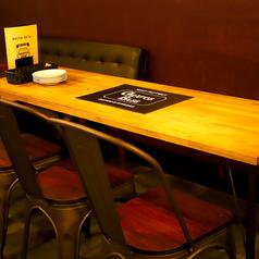 【8名様向け テーブル】インテリアが人気のスタイリッシュなお席。女性のお客様からも大変ご好評いただいているお席のため、早めのご予約をオススメ致します!