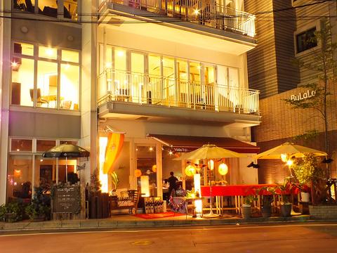 今泉のビル1階にあるお洒落なレストラン『Vida Roja』 テラス席はペットOK♪