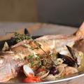 料理メニュー写真丸ごと1匹魚介のドヤ盛りアクアパッツア