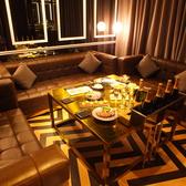 黒基調としたシックなカーテン付き完全個室も完備しております。4名~10名様まで着席可能!女子会やサプライズパーティにぴったり!コース予約は月~木4000円以上、金土祝前日は5000円以上に限ります。
