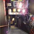 お店は地下1階!1歩踏み入れればそこは「昭和の空間」