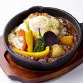 料理メニュー写真とろ~りチーズと季節野菜の焼きカレー