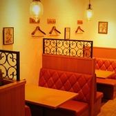ゆったりとしたソファ席は、1席最大5名様までご利用可能です。百貨店の8Fにありながら、本格的なスペイン料理をお楽しみいただけるお店です。