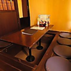 テーブル4名様!友人との飲み会、会社宴会などさまざまなシーンにお使い頂けます。