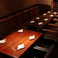 団体のお客様にオススメのこのスペースはソファー席とゆったり大き目の椅子を配置し、15名様が1列のテーブルで御案内出来ます。【10名様~15名様】
