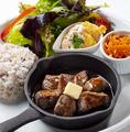 料理メニュー写真熟成牛サイコロカットステーキ
