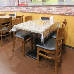 【1名様~4名様テーブル席】4名様掛けのテーブル席。こちら3席ご用意がございます。