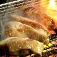 極上希少肉! スペアリブブロックは、骨の旨みを味わう部位です。豚肉ファンでなくとも必ずチェックしておきたい食材です。最新設備の整った精肉処理工場で、高度な衛生環境のもと、より安全・高品質なお肉を処理することが可能です。オリジナルソースと合わせてどうぞ◎