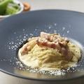 料理メニュー写真豆乳と生クリームの濃厚カルボナーラ
